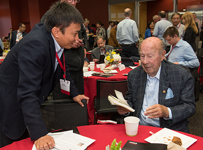 Yi Cui chatting with George Shultz