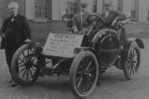 Drivers ride a battery-powered Bailey in a 1,000-mile endurance run in 1910.