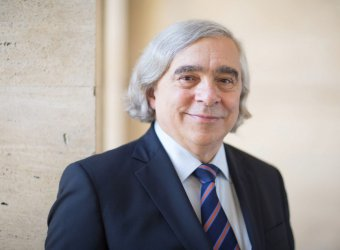 headshot of Secretary Ernest Moniz
